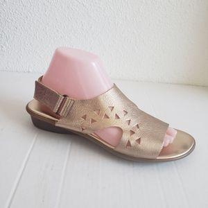 Sesto Meucci gold slingback sandals.  Leather upp